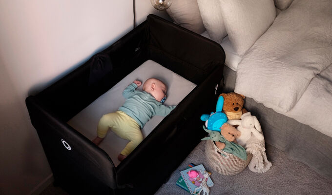 Baby comfortably sleeping in the Bugaboo Stardust play yard with zip-in bed