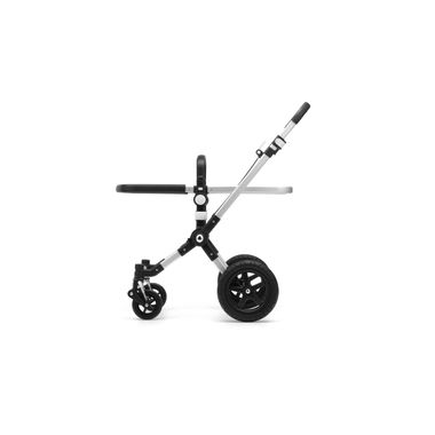 Seat/carrycot frame and chassis with wheels