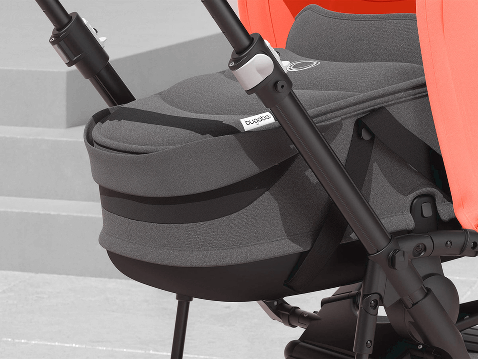 EMEA - Bee 5 seat and bassinet stroller Coral collection, black chassis